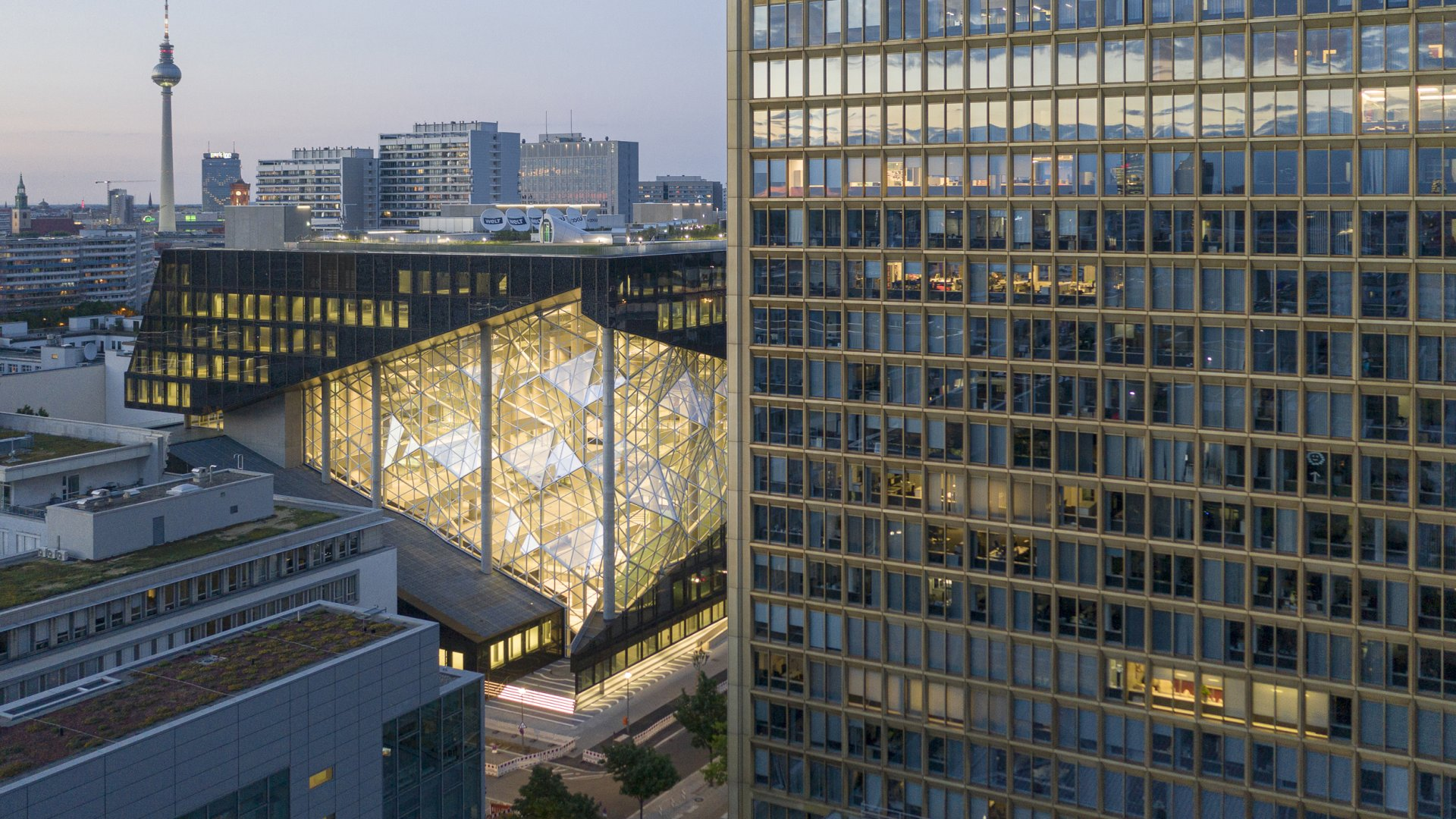 axel_springer_campus_berlin_copyright_laurianghinitoiu_concepteur_lumiere_internal_use_2_of_5_r.jpg